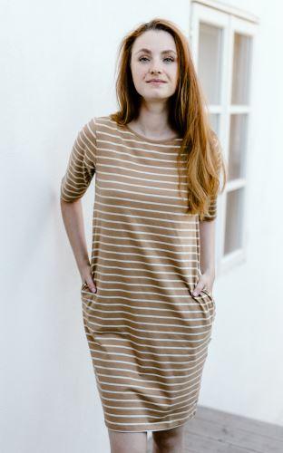Dámské šaty z pružného biobavlněného úpletu, s kapsami, široký hnědý proužek